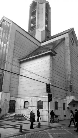 Catedral desde una micro... aún en sepia la construcción es imponente.