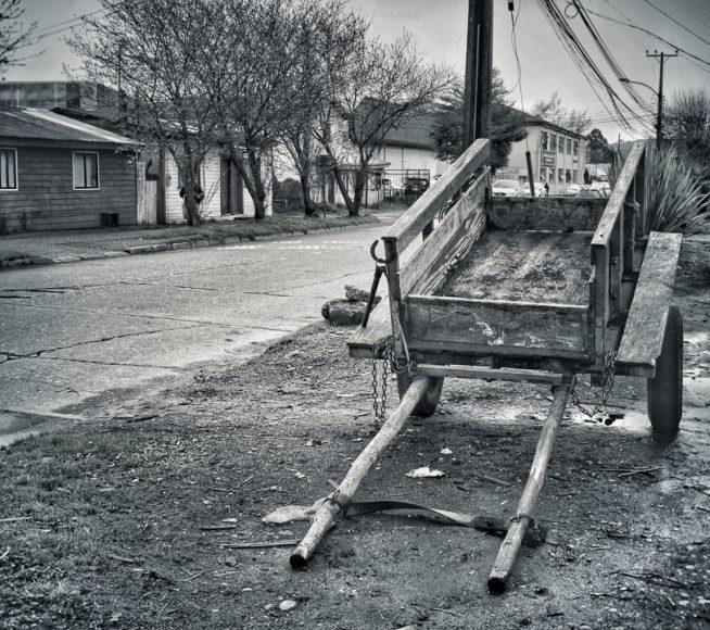 Los carretones es algo muy característicos de Barrios Bajos, el tío de mi pololo es uno de ellos. Quizás algunos piensen que esto ya no se usa, pero si aún existe gente que usa esto como medio de transporte y de trabajo, de hecho, hace poco me enteré que existe una asociación de carretoneros acá en Valdivia.