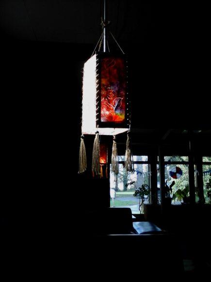 Lámpara colgada en el mismo negocio de Don Cangrejo. Me gustó la luz que le daba.