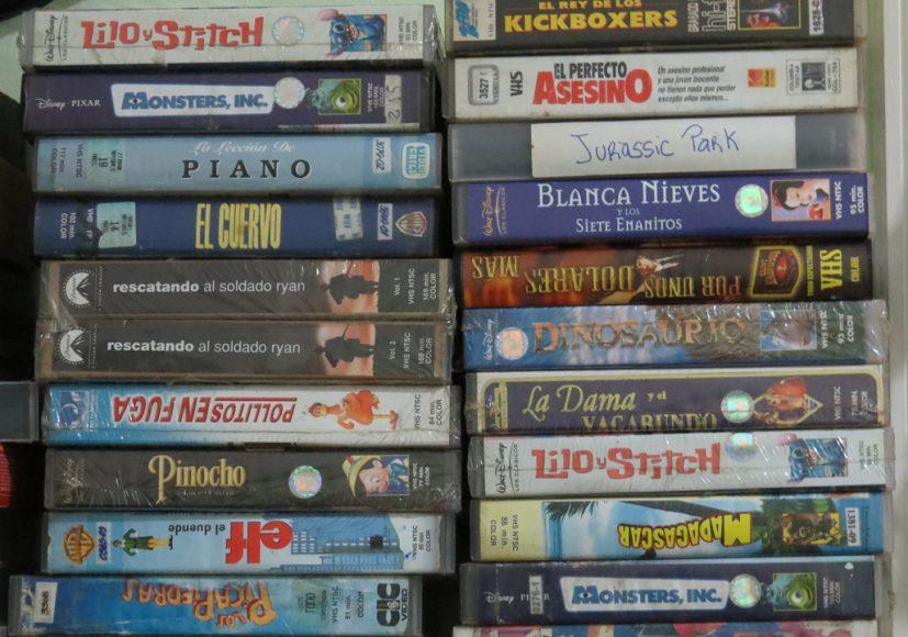 Esta es una pequeña parte de los cientos VHS que tengo en mi pieza. Fueron un regalo de un tío, los cuales aprecio mucho.