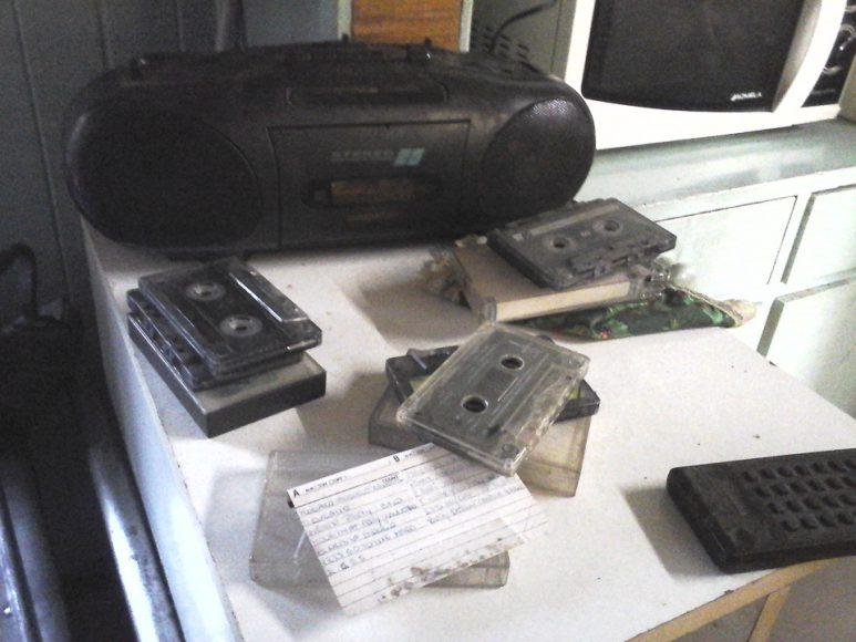 En la casa de mis abuelos encontré estos cassettes. Ese día los estuve escuchando.