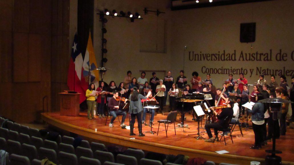 Parte de mi cotidianidad es el trabajo, soy laborante de comunicaciones en la Orquesta de Cámara de Valdvia.
