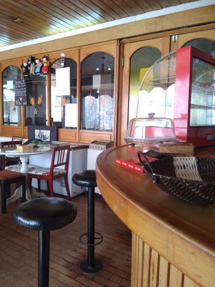 Casino del Ex hotel Isla Teja, aquí almuerzo los viernes, me gusta este lugar porque me siento en una cafetería de una película.